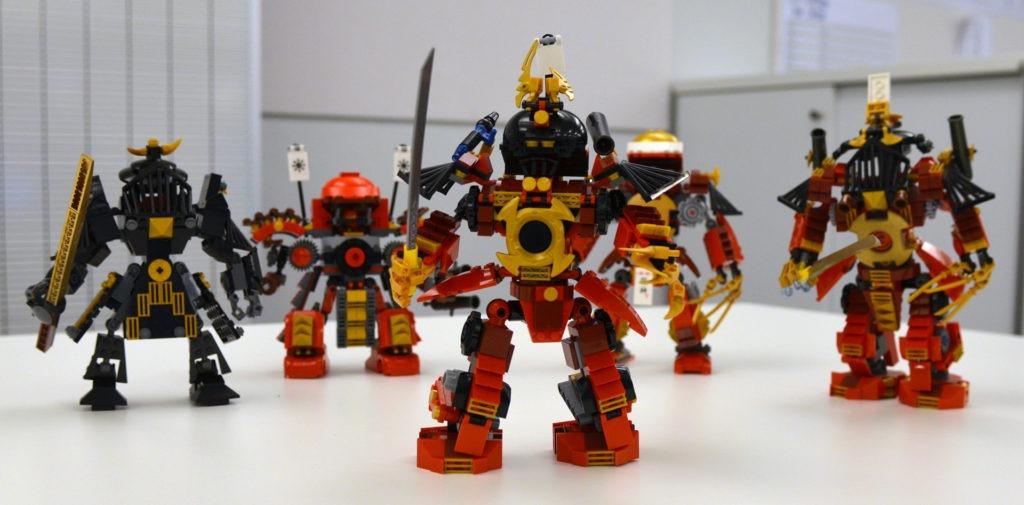 En del af udfordringen for Lego-designerne er at finde nye måder at bruge eksisterende elementer på, så der ikke skal investeres i udviklingen af nye støbeforme. Således består skuldrene på samurairobotten fx af frontstykker fra et lokomotiv.
