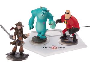 """Ved lanceringen af Disney Infinity vil der være 17 Disney-figurer på hylderne fordelt på tre såkaldte Play Sets – De Utrolige, Pirates of the Caribbean og Monsters University. Som i Skylanders har de små plastikfigurer med en RFID-chip i bunden, så de automatisk dukker op inde i spillet, når de placeres på en """"Reader"""" i Disneys  Derudover kan du også placere såkaldte Power Discs under figurerne på platformen for at give dem særlige evner og ændre deres udseende. Endvidere vil spillet indeholde webkoder, der giver adgang til figurerne på de øvrige formater, som Disney Infinity også bliver udgivet på, for eksempel iOS."""