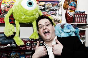 Spiludvikleren John Vignocchi fra Disney Interactive vil opfordre spillerne til at bygge alt fra Disneyland til kæmpestore flippermaskiner og sende det ind til Disney
