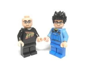 Masashi Togami og Sakuretsu som Lego minifigurer