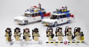 Her er Brent Wallers oprindelige minifigurer til venstre, mens minifigurerne fra det endelige Lego Ghostbusters-sæt ses til højre.