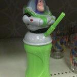 Buzz Lightyear tager en slurk