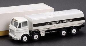 Den sort/hvid lastbil fra Dinky opnåede et hammerslag på 70.000 kroner.